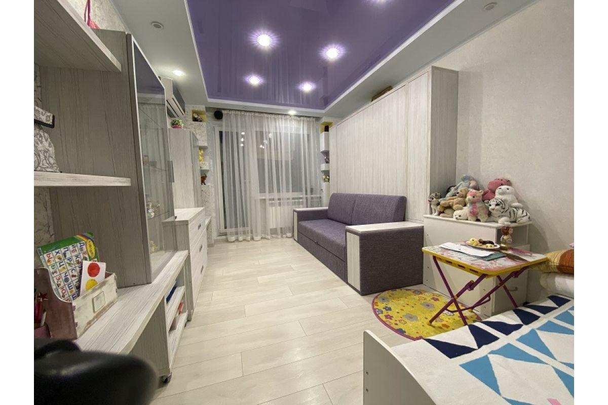 Стенка с шкаф-кроватью и комодами в комнату: ул. Руссиянова, д.27